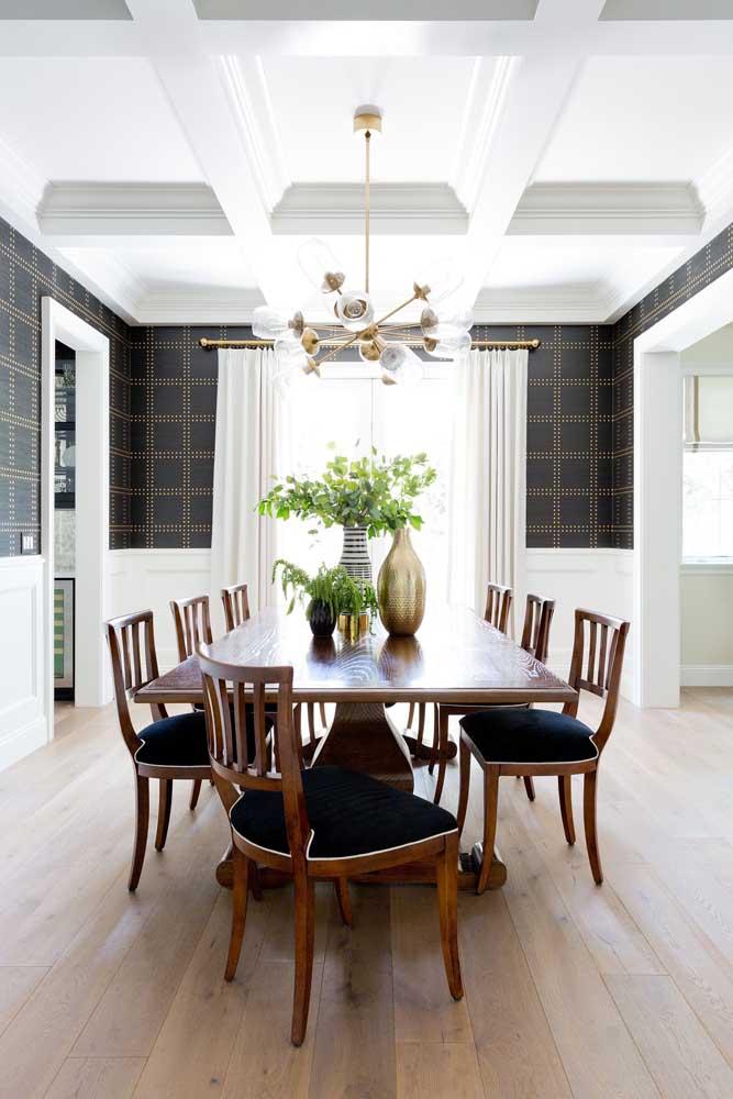 Existem vários modelos de papel de parede para sala de jantar.