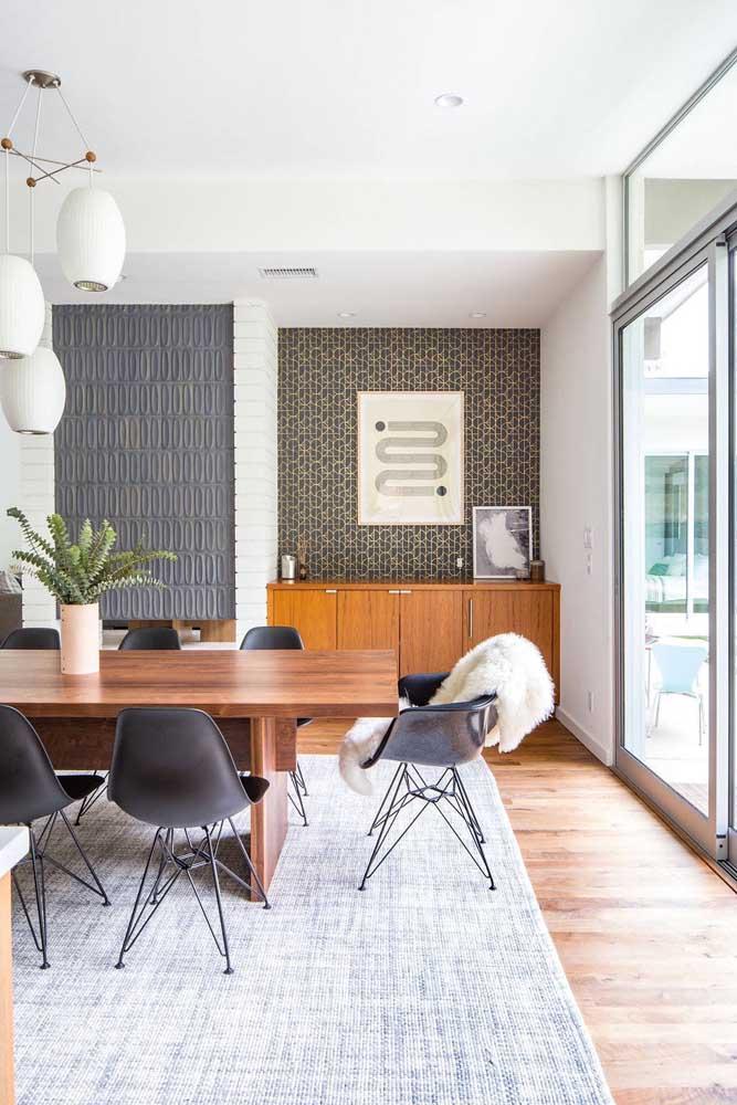 É possível aplicar papéis de parede diferentes em um mesmo ambiente.