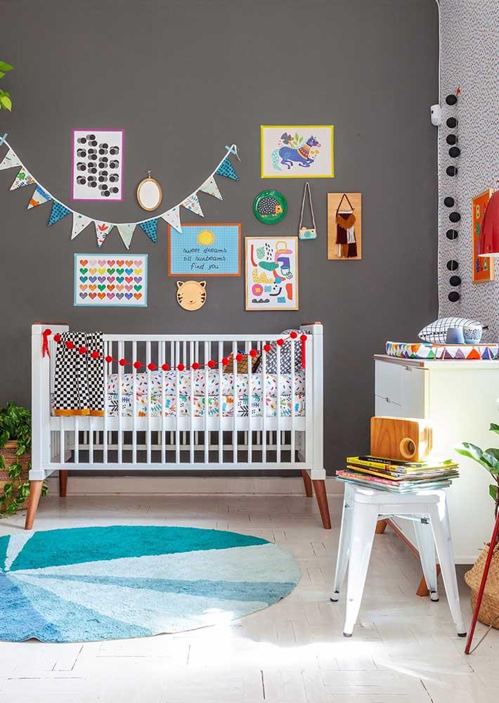 Coloque a sua personalidade no quarto de bebê masculino simples.