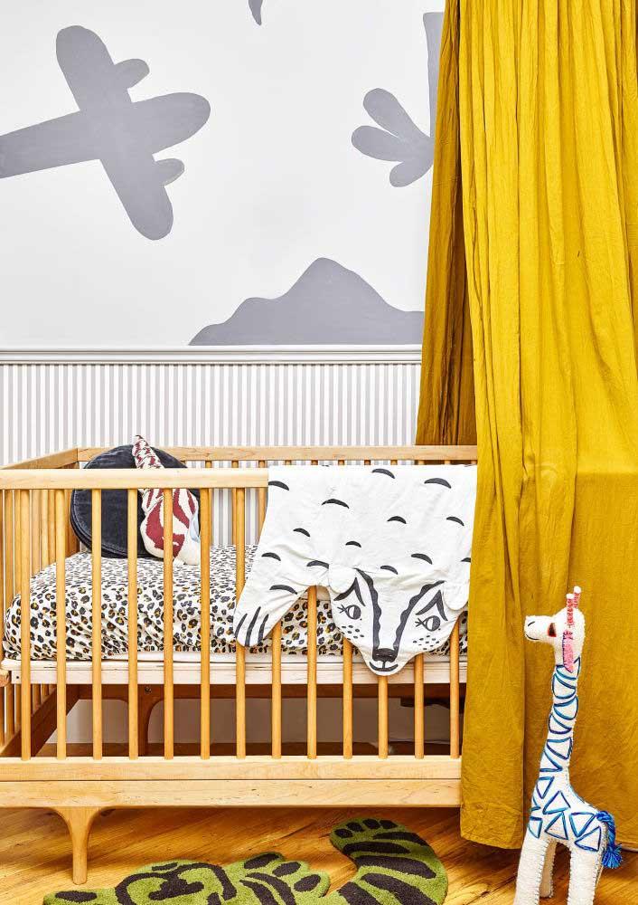 A cor amarelo é uma grande tendência para quarto de bebê masculino.