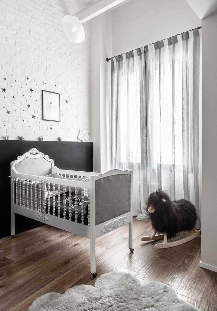 Misture alguns estilos na hora de decorar o quarto de bebê masculino.