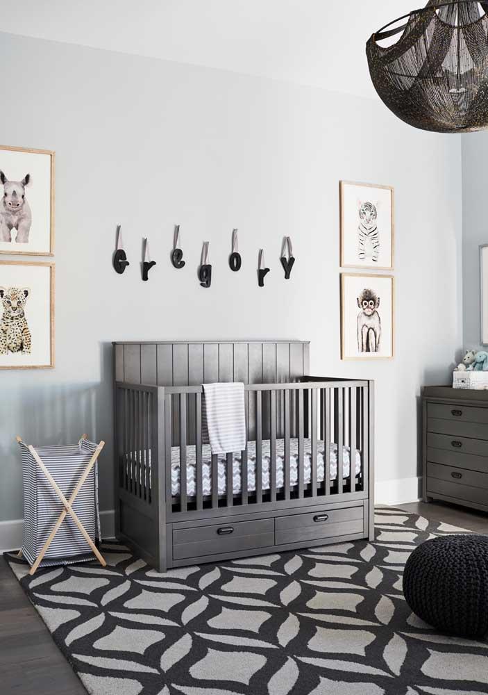 Olha como fica lindo você colocar o nome do bebê na parede.