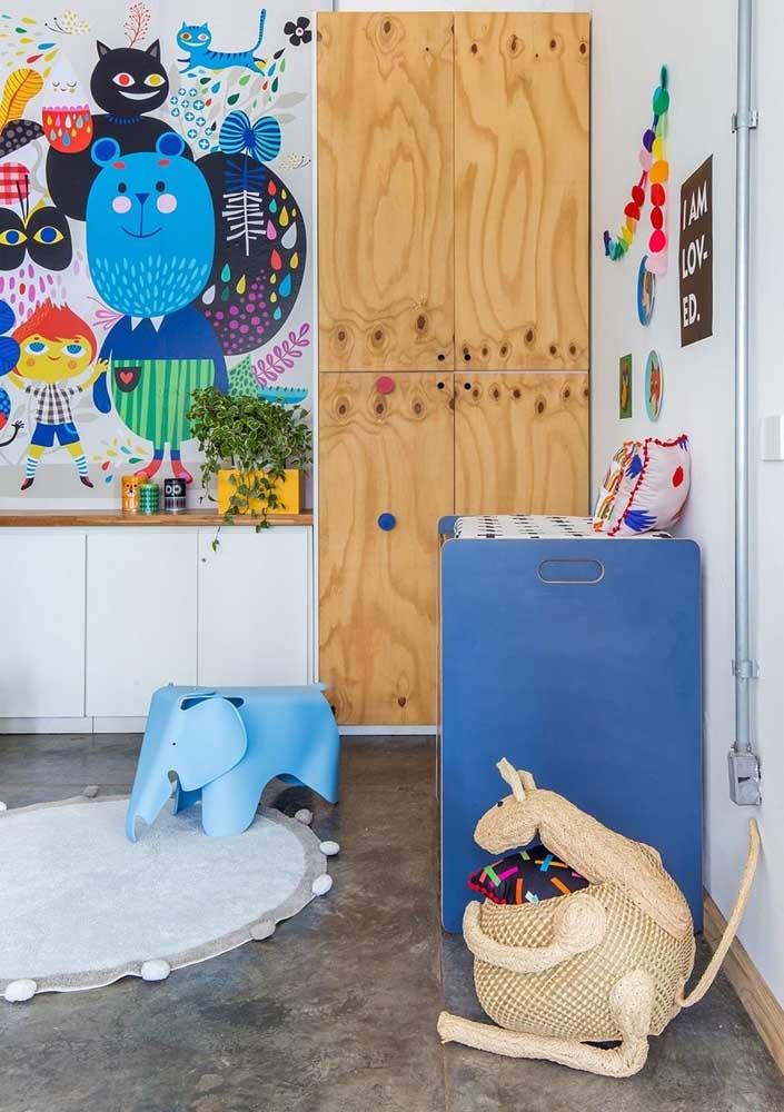 E incremente a decoração com uma cômoda na cor azul.