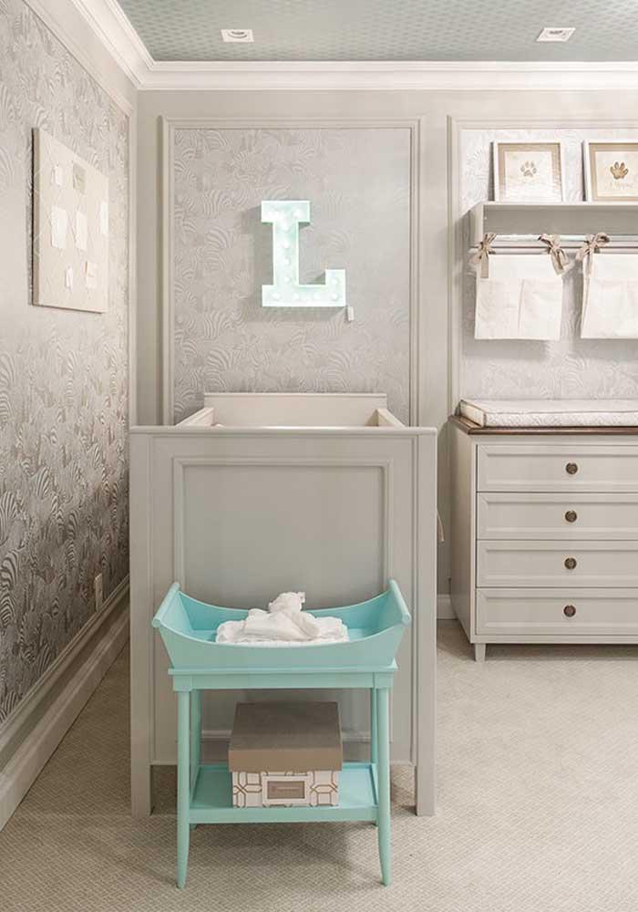 Que papel de parede mais luxuoso para colocar no quarto de bebê masculino.