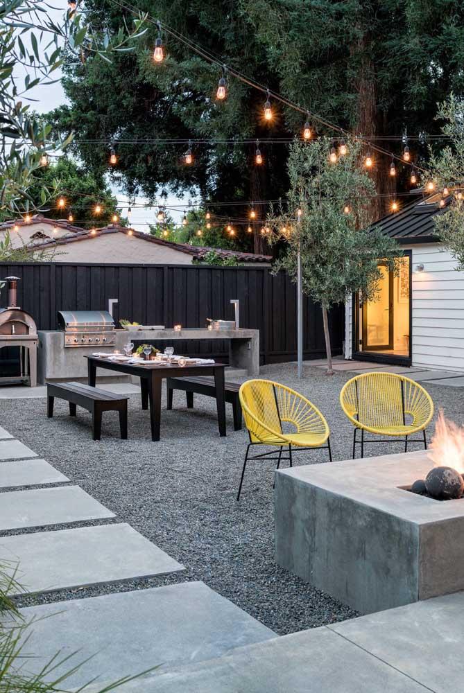 O que acha de fazer uma área de lazer pequena com churrasco para receber seus convidados?