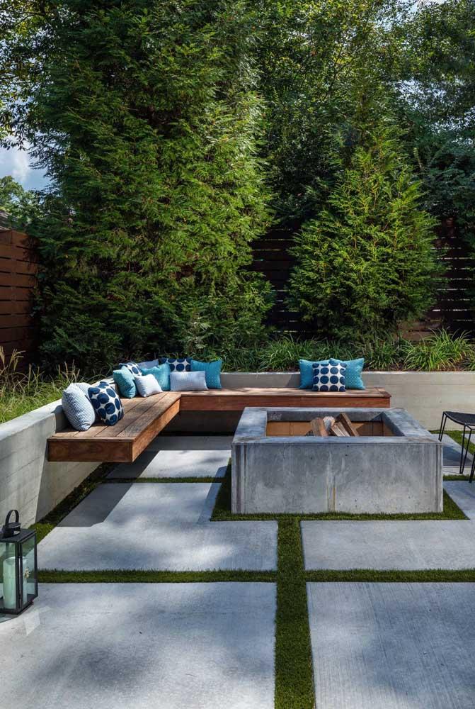 Você pode fazer sua área de lazer com concreto e madeira.