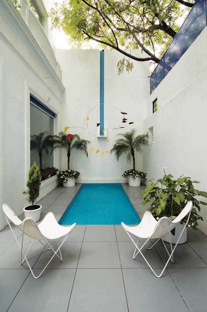 Basta encontrar um cantinho onde é possível construir uma piscina e colocar alguns vasos com plantas.