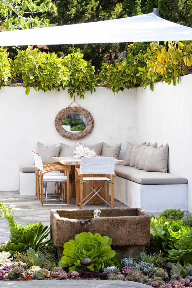 Você pode fazer a área de lazer no cantinho do seu jardim.