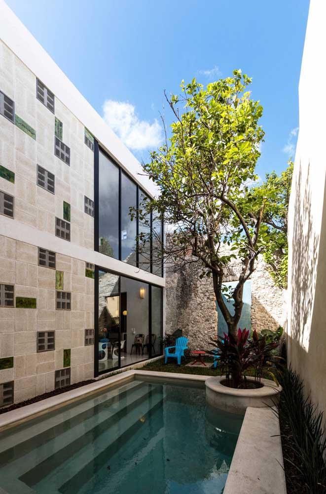 Olha que bela casa com uma área de lazer incrível para receber os amigos e família.