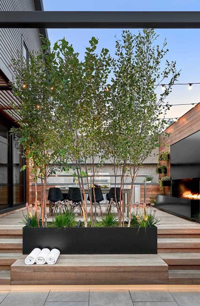 Aposte nas plantas na hora de decorar a área de lazer da sua casa para estar mais perto da natureza.