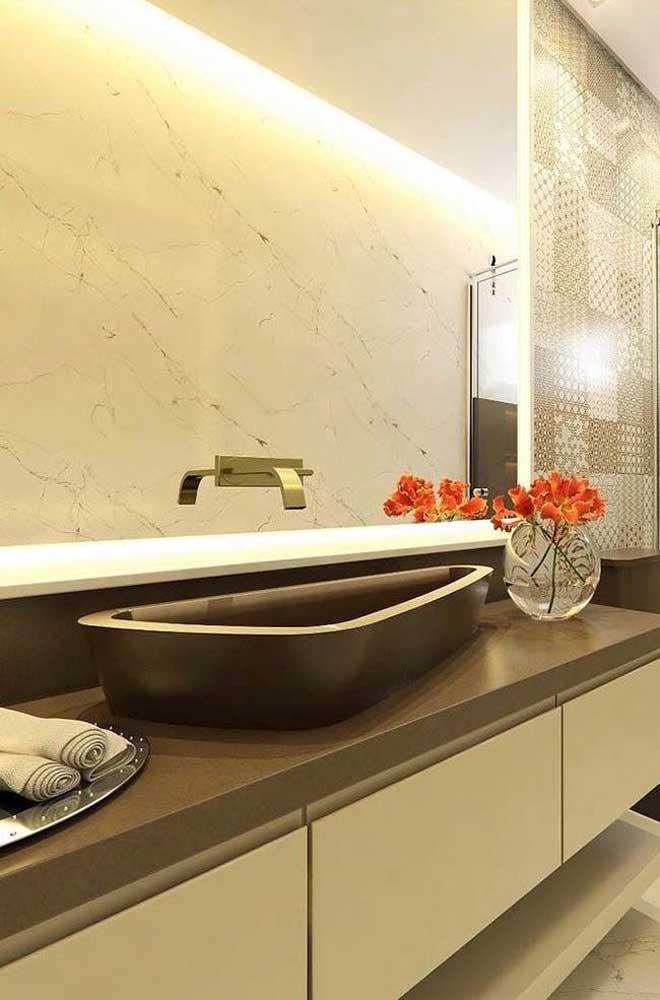 O banheiro é um dos principais ambientes que ficam muito bem decorados com granito marrom absoluto.