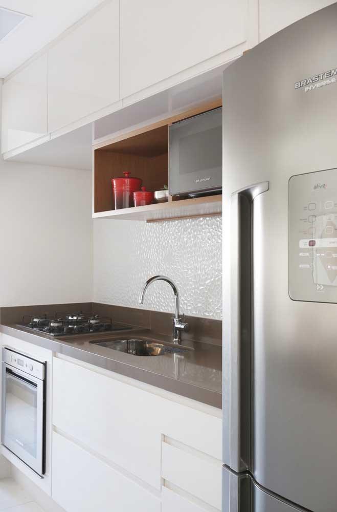 Outro cômodo da casa que usa bastante granito marrom absoluto é a cozinha.