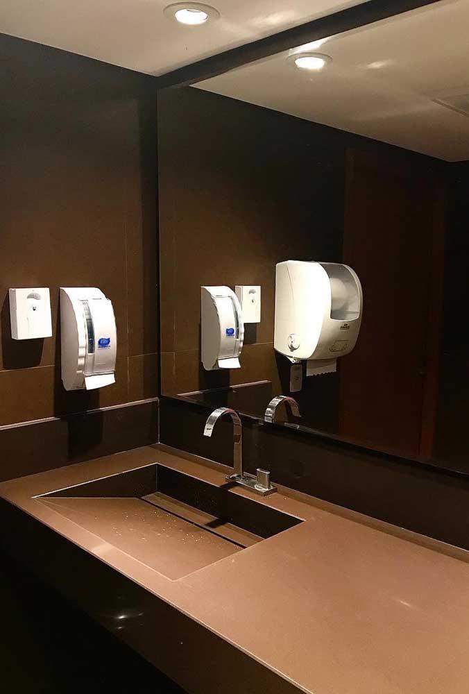 O material pode ser usado perfeitamente em banheiros públicos.