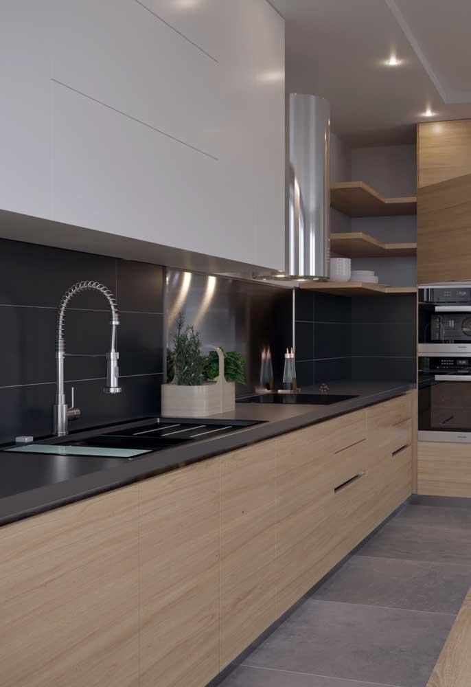 Deixe sua cozinha elegante, sofisticada e linda com o granito marrom absoluto.