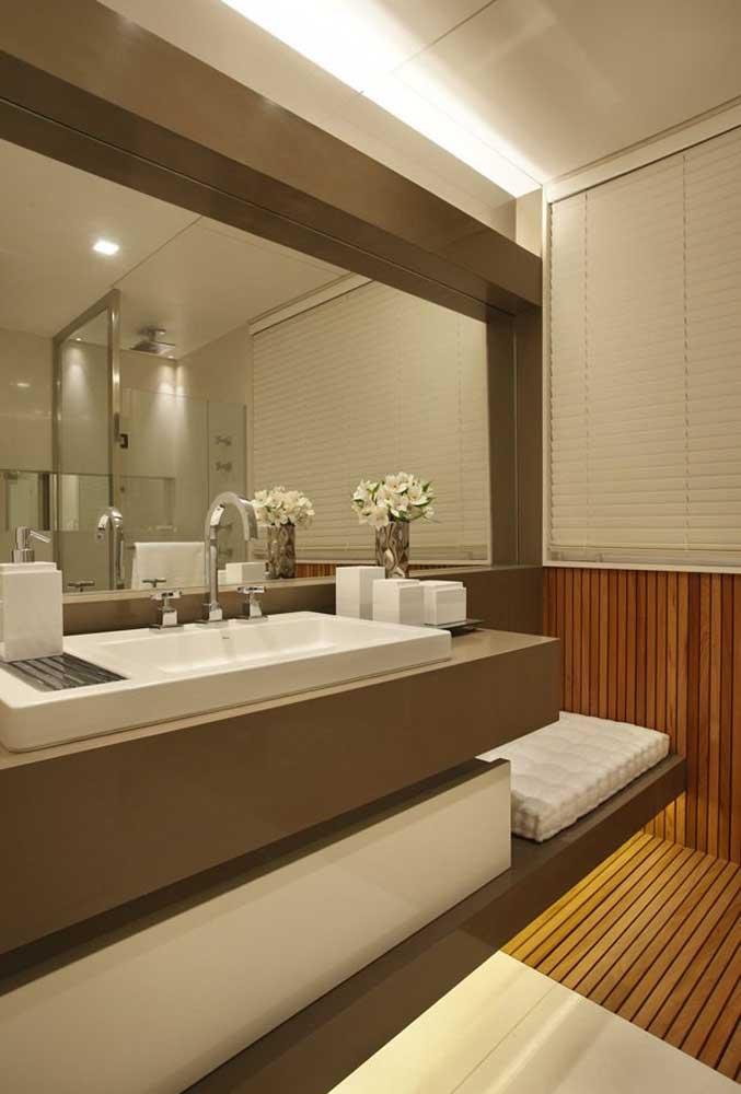 Quem é que não se sente bem em um banheiro como esse depois de um dia cansativo?