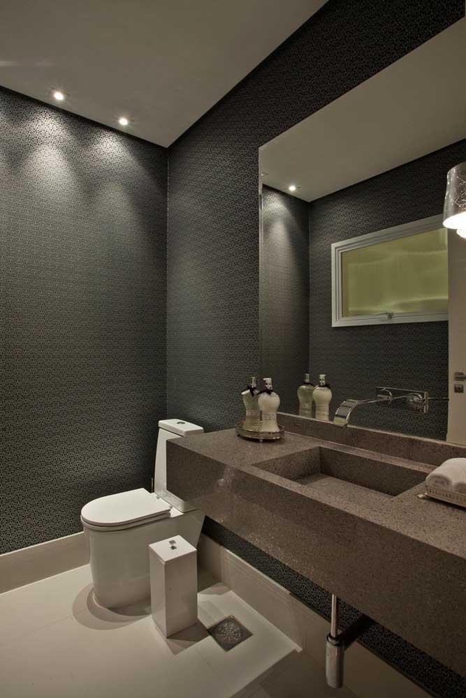 Assim como no banheiro a pia pode ser toda feita de granito marrom absoluto.