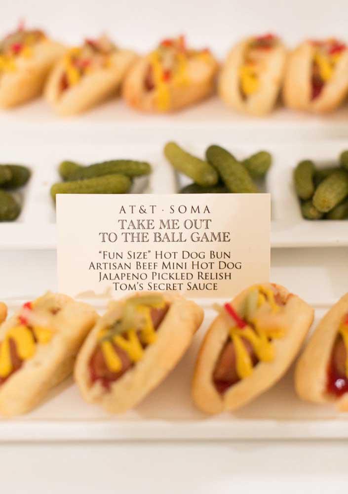 Nos Estados Unidos, o cachorro quente é a típica comida servida nos jogos de futebol americano e de beisebol