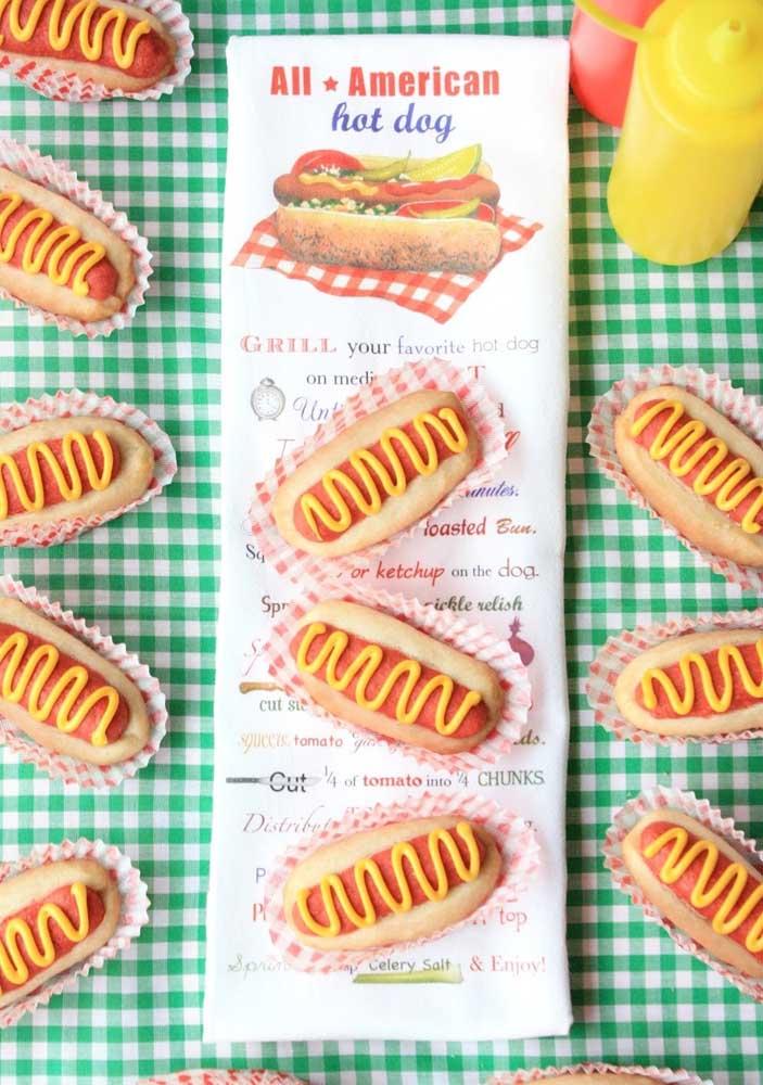 Festa do cachorro quente americano: pão, salsicha e mostarda