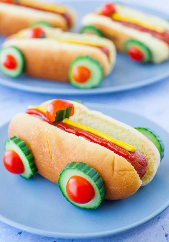 Super lúdico, esse lanche de cachorro quente é perfeito para uma festa infantil