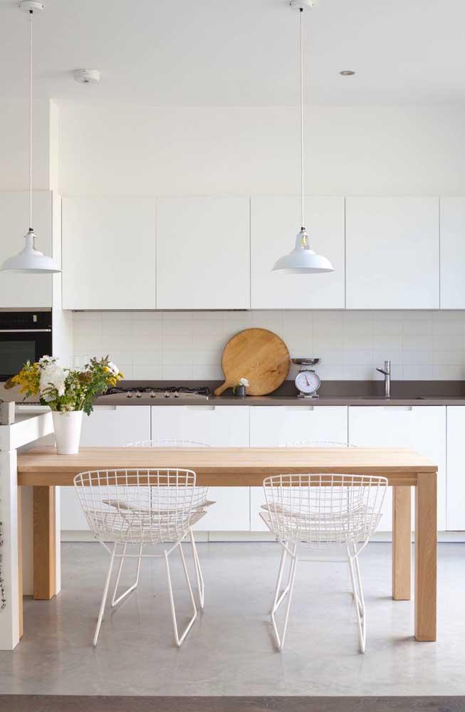 Que tal fazer uma cozinha totalmente clean usando pastilhas brancas?