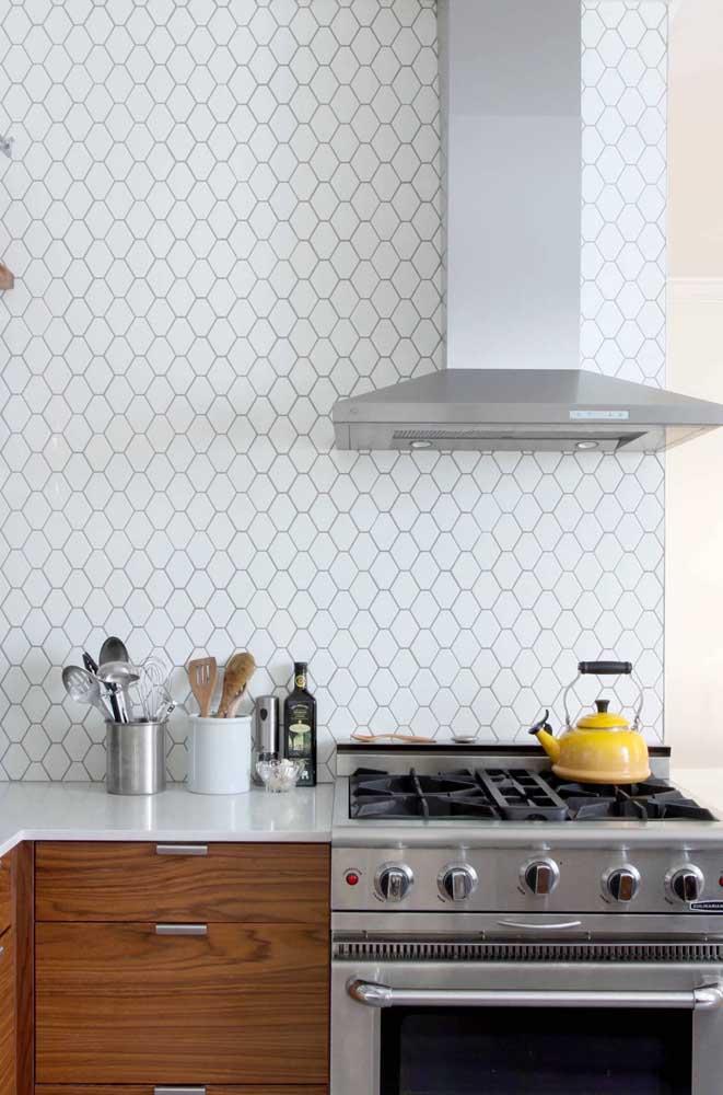 Quem não deseja uma cozinha limpa e clean como essa?