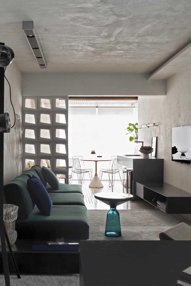 Uma sala de TV pequena e moderna valoriza qualquer espaço.