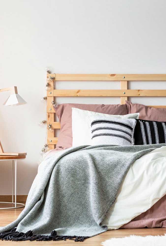 Pallets e lâmpadas: uma dupla que sempre funciona