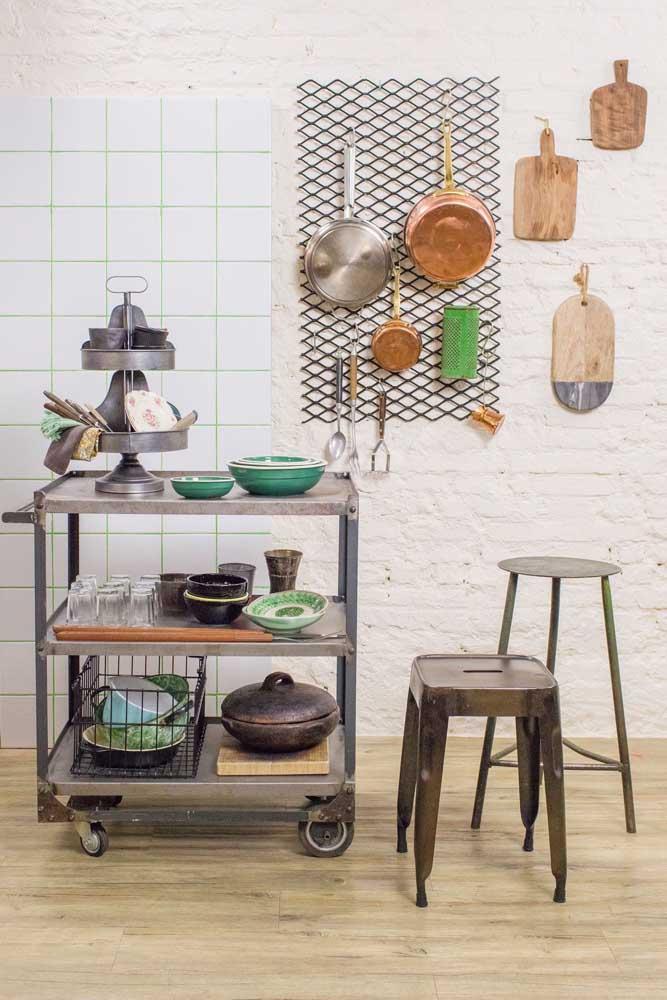 Elementos metálicos também são uma boa pedida para a cozinha vintage