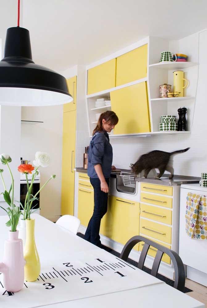 Nada como um amarelo suave para encher a cozinha de amor e aconchego