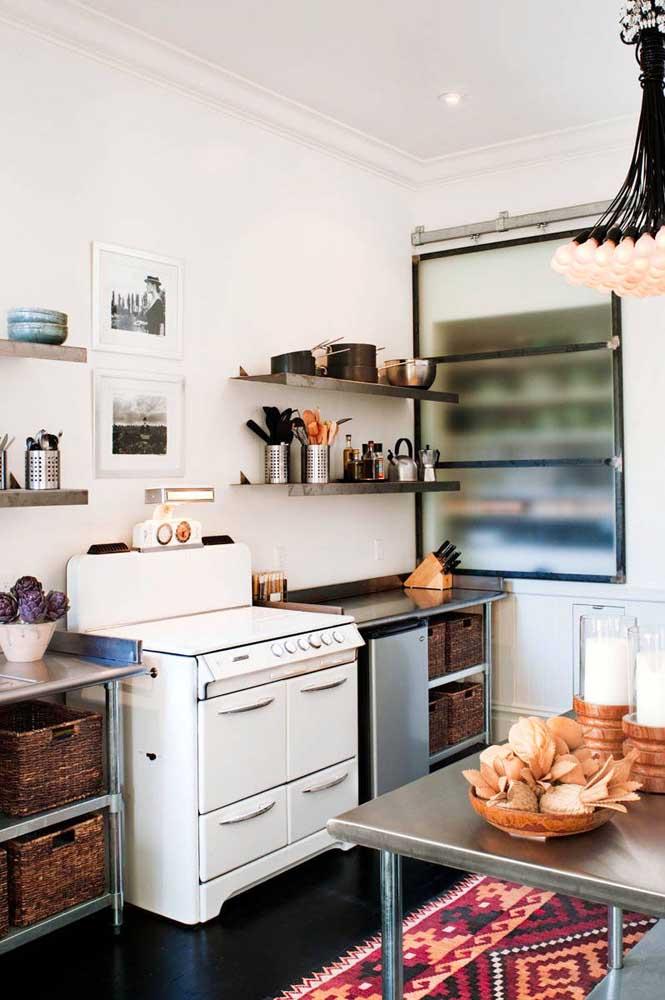Quem mais aqui morre de amor por esse fogão branco vintage?
