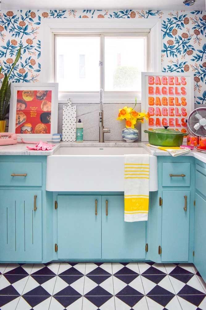 Com a cozinha vintage é assim: quanto mais cor, melhor!