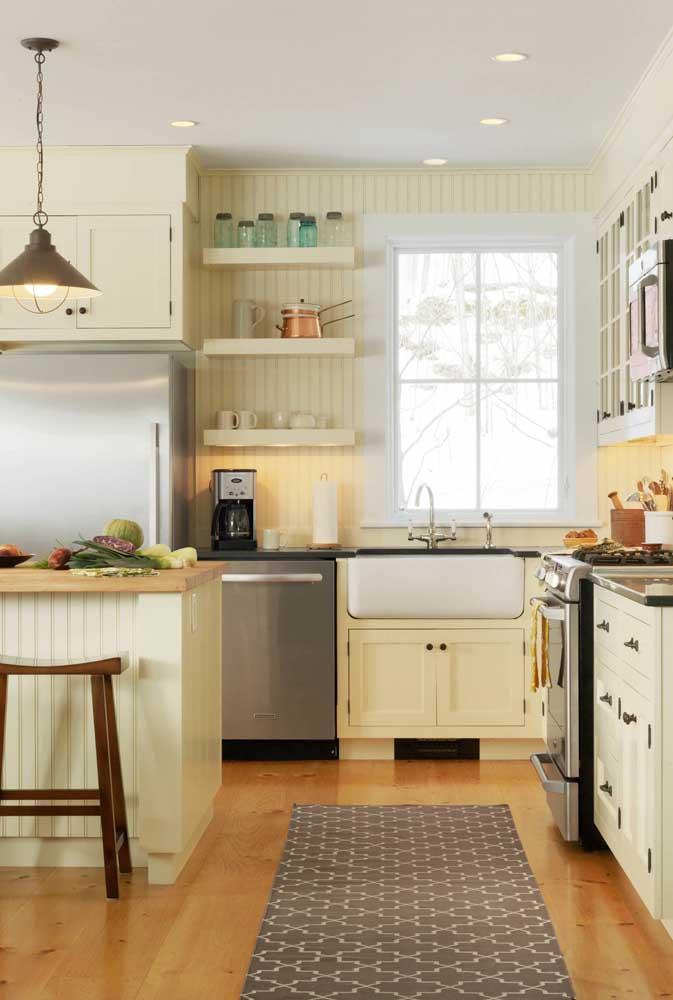 Depois de um dia de trabalho duro, nada mais reconfortante do que chegar em casa é ser acolhido por uma cozinha assim!
