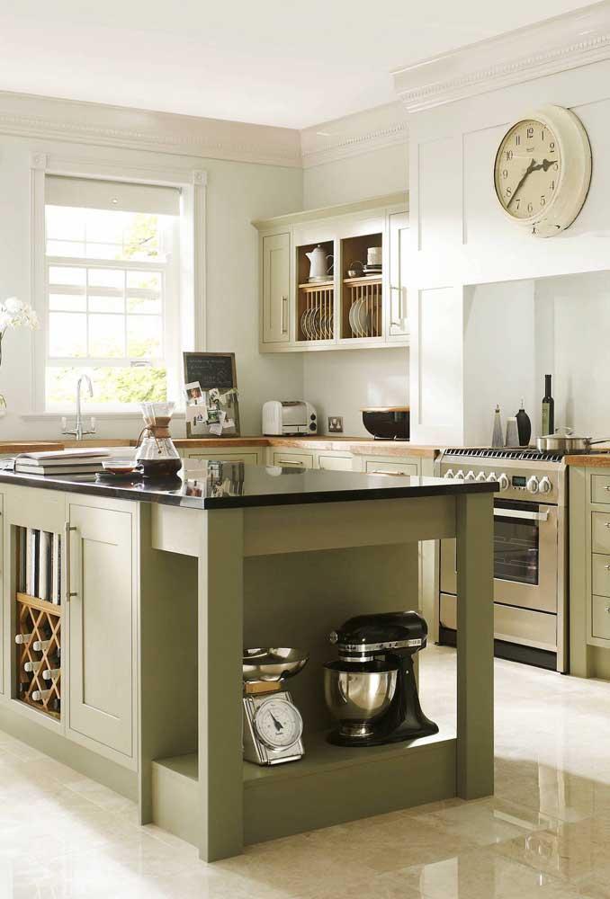 Cozinha vintage grande, espaçosa e com uma ilha linda para completar
