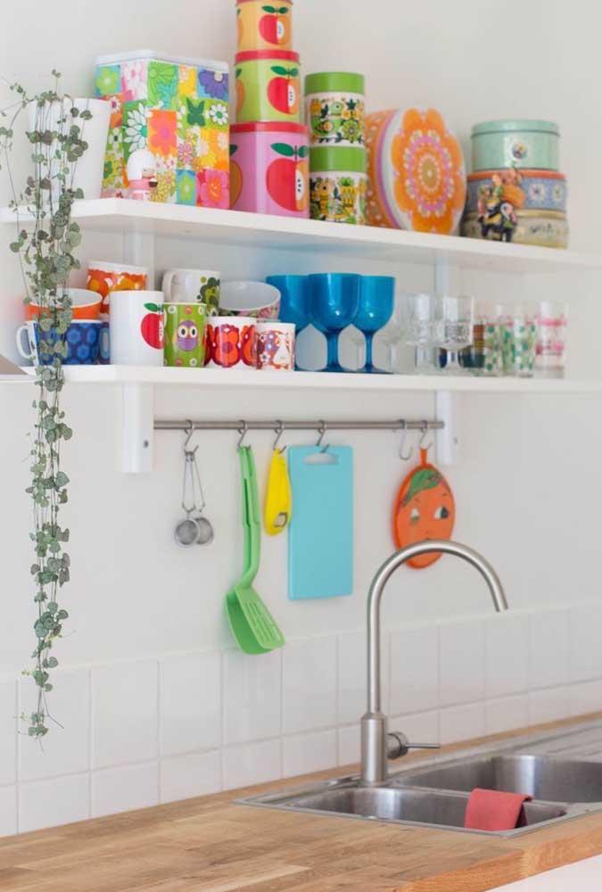 Prateleiras: uma maneira simples, fácil e barata de trazer o vintage para dentro da cozinha