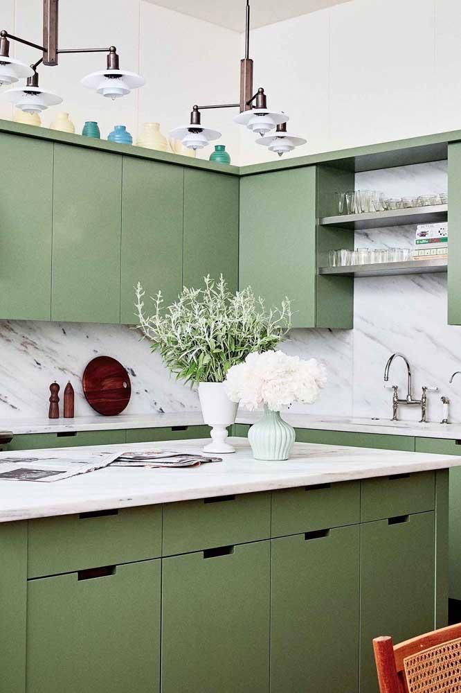 As flores são sempre um ótimo elemento para compor a cozinha vintage