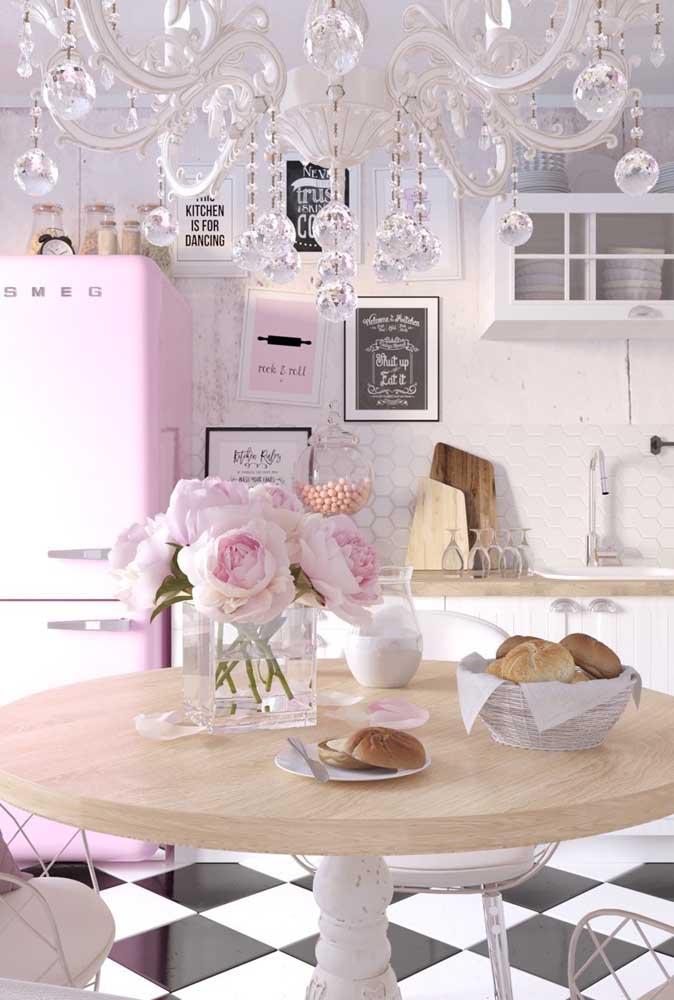 Quer uma cozinha vintage romântica? Então se inspire nessa proposta