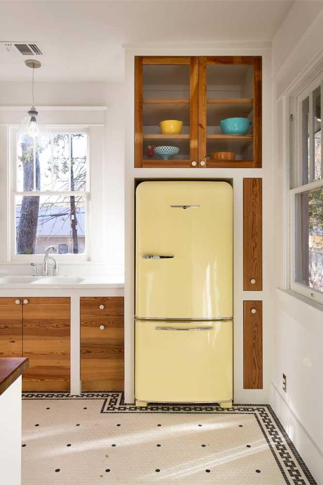 Nada mais vintage do que uma geladeira amarela, concorda?