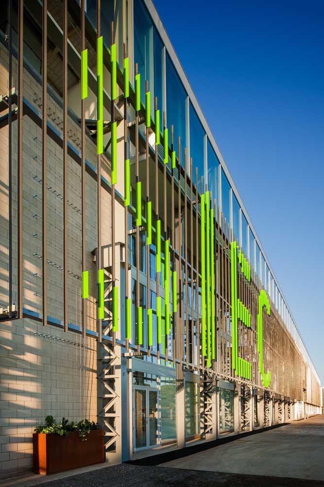 Uma fachada comercial de grandes proporções, literalmente!
