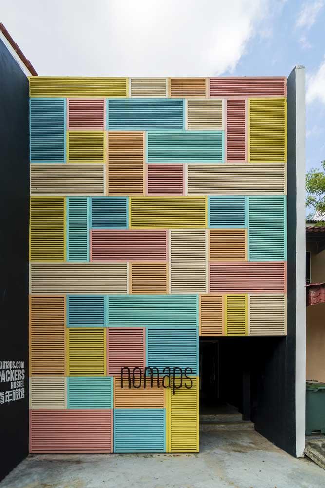 Quem resiste a uma fachada comercial toda colorida como essa?