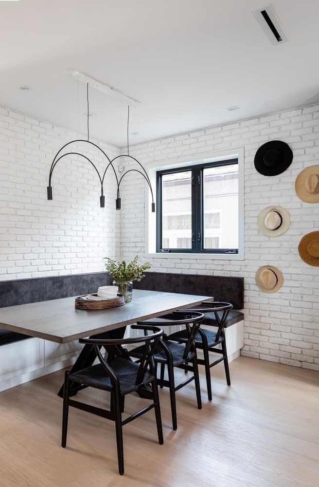Dá para escolher um lustre simples para sala de jantar.