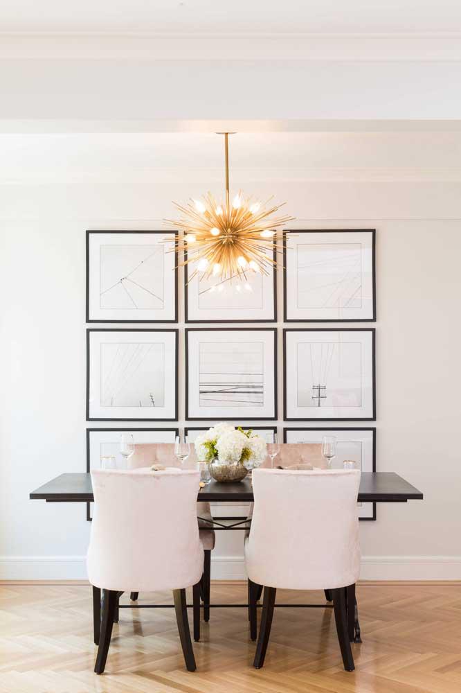 Que lustre perfeito para ambientes que precisam de uma boa iluminação.