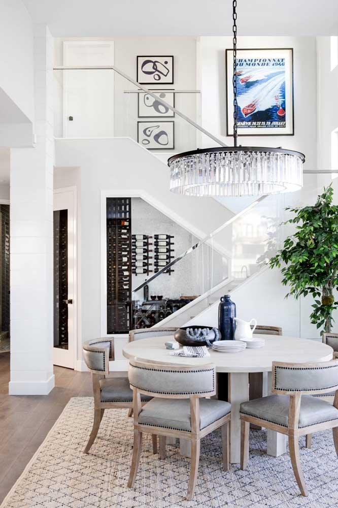 Invista no lustre para sala de jantar conjugada com sala de estar.