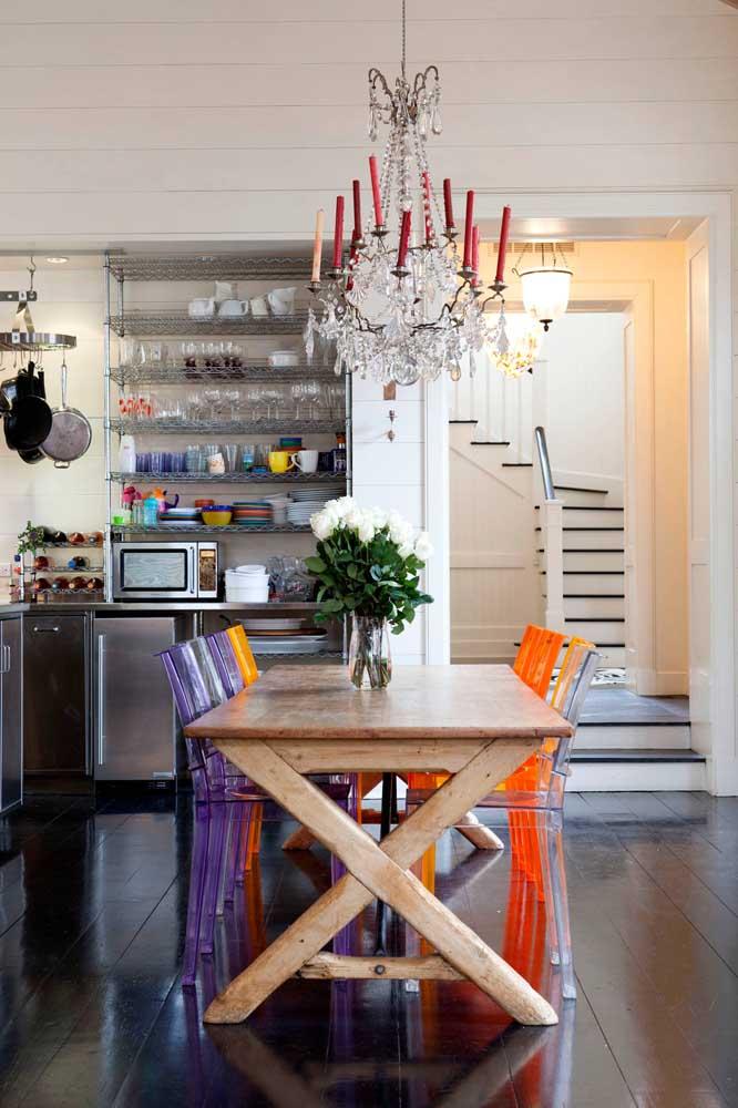 Até os modelos mais tradicionais de lustre para sala de jantar simples.