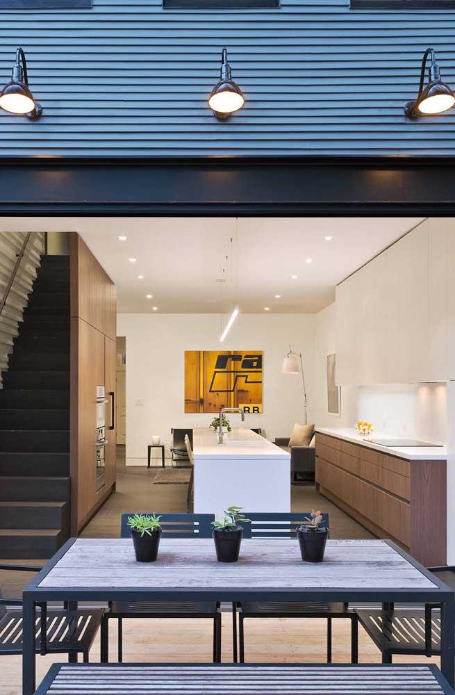 Área gourmet pequena integrada a cozinha da casa. Economize com móveis, utensílios e eletrodomésticos