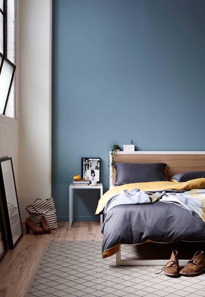 Uma parede inteira pintada de azul pode ser a solução que você buscava