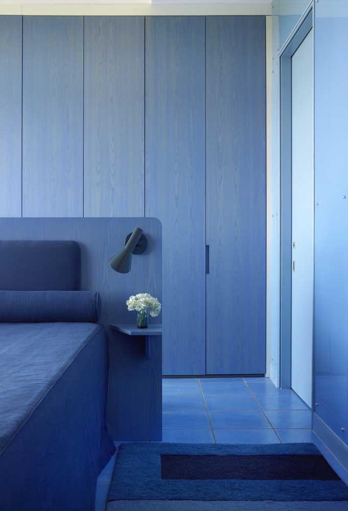O que acha de apostar na monocromia e criar um ambiente totalmente azul?