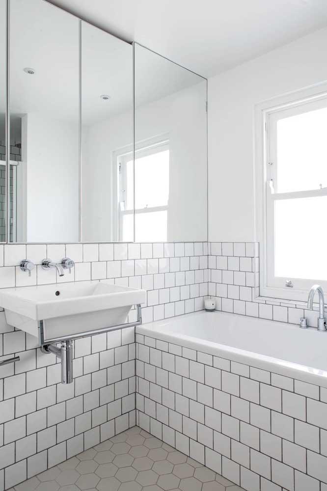 Já viu um banheiro simples com banheira?