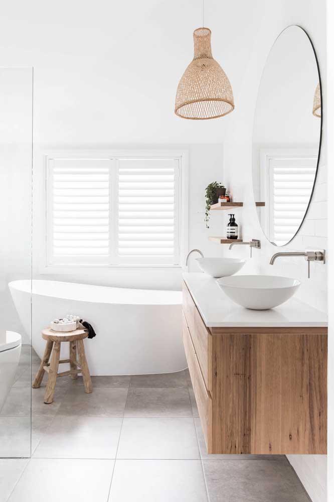 Mais uma opção de decoração seguindo o estilo rústico com uma luminária diferenciada para dar o charme.