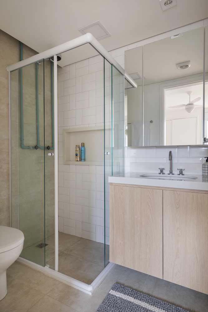 Quem disse que não é possível ter um banheiro simples e pequeno, mas extremamente aconchegante?