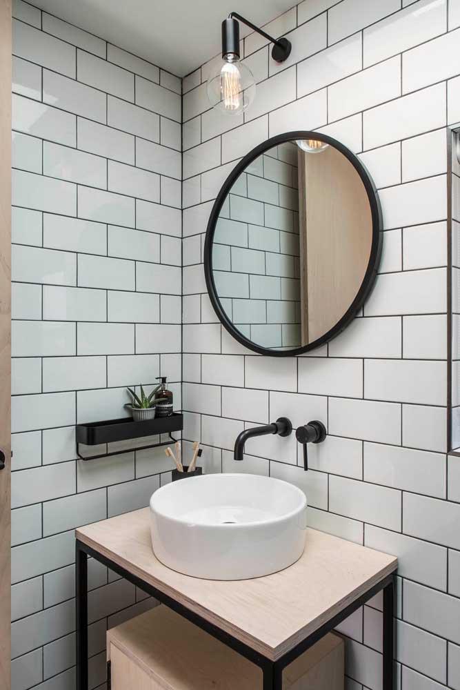 O espelho é uma peça chave para quem deseja ter um ambiente simples e elegante.
